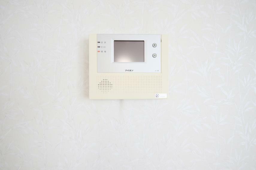 モニター付きインターホンで家事中の来客もすぐご確認いただけます。