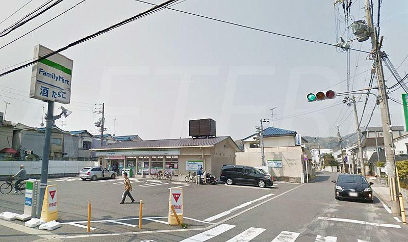 コンビニ ファミリーマート西京山田店