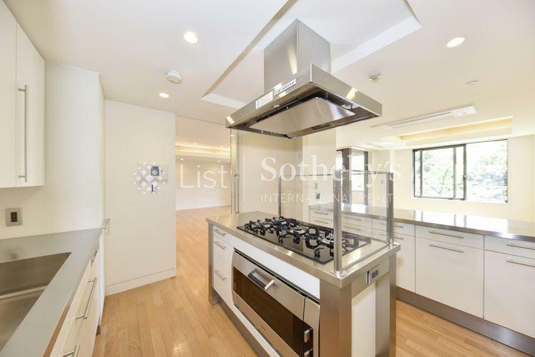 キッチン Kitchen 床暖房付きで設備が充実したアイランドキッチン