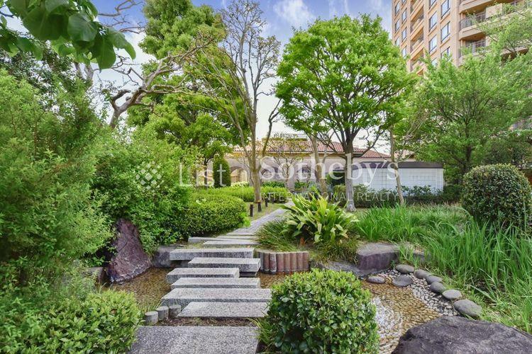 Garden 四季の移ろいを肌で感じられる敷地内のお庭