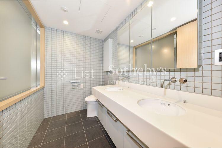 洗面化粧台 Powder room 朝の忙しい時間帯にもゆとりをもたらすダブルボウル洗面台採用