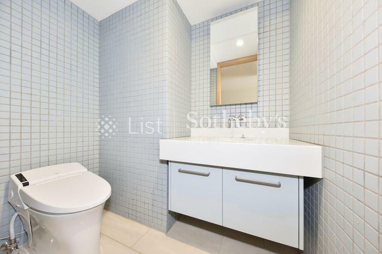 トイレ Restroom 4か所にお手洗いがあり、来客時もご安心です