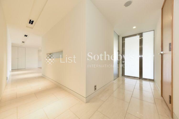 Corridor 広々とした廊下は閉そく感を感じさせず室内のどこにいても快適さを味わえます