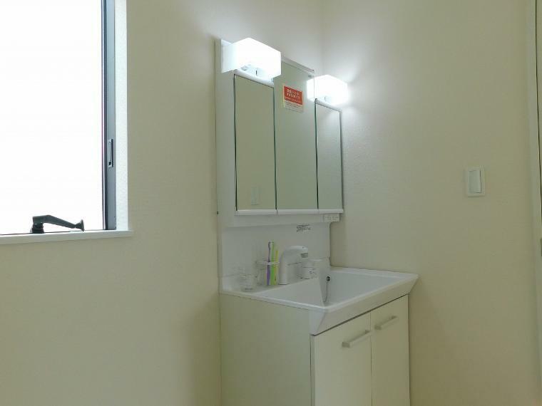 洗面化粧台 シャワー付3面鏡洗面化粧台 収納たっぷり!
