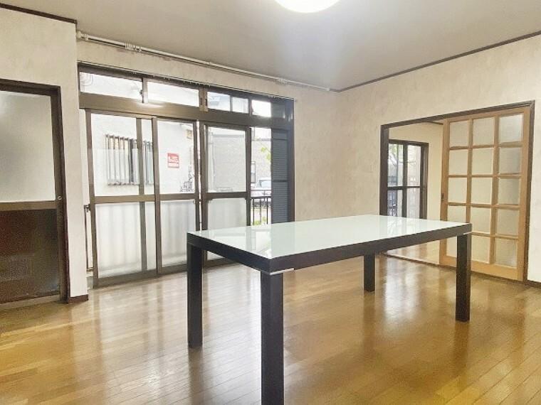 居間・リビング 室内はリフォームはあえてしていません。お客様のお好みで149平米の建物をリフォームできます