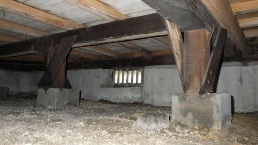 構造・工法・仕様 中古住宅の3大リスクである、雨漏り、主要構造部分の欠陥や腐食、給排水管の漏水や故障を2年間保証します。その前提で床下まで確認のうえでリフォームし、白アリの被害調査と防蟻工事もおこないます。