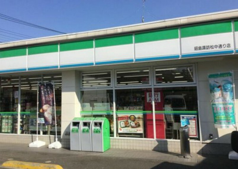 コンビニ 【コンビニエンスストア】ファミリーマート 昭島諏訪松中通り店まで594m
