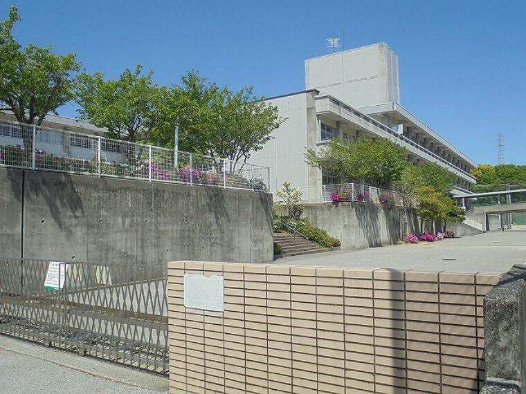 中学校 【中学校】横浜中学校まで3144m
