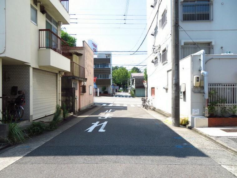外観・現況 マンション東側前面道路です。