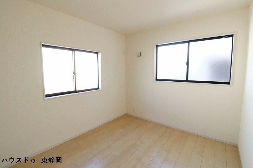 子供部屋 間取り図左側5.25帖洋室。成長しても使えるお部屋。勉強やお友達の訪問の際もお部屋があると嬉しいですね。