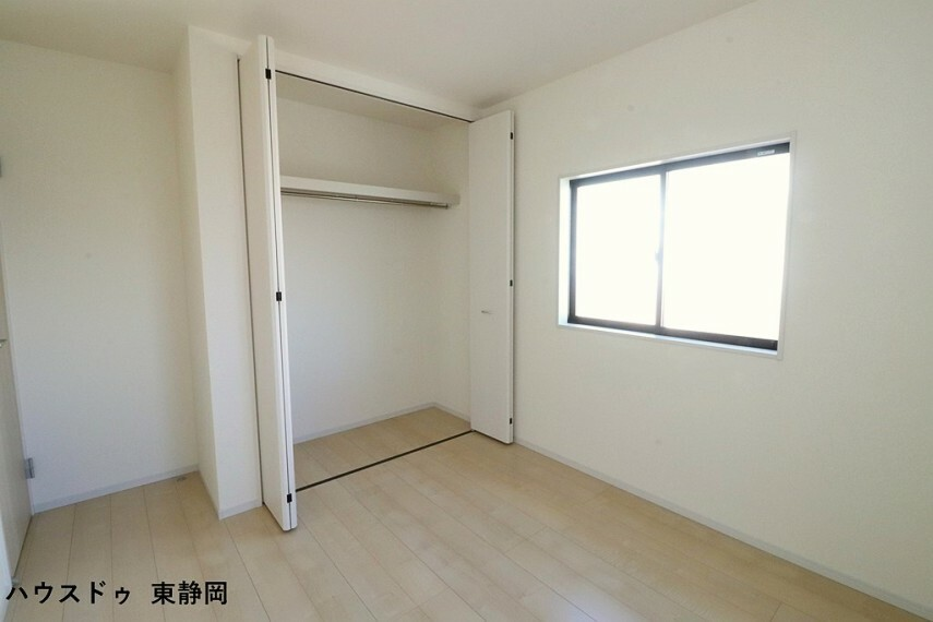 子供部屋 間取り図左側5.25帖洋室