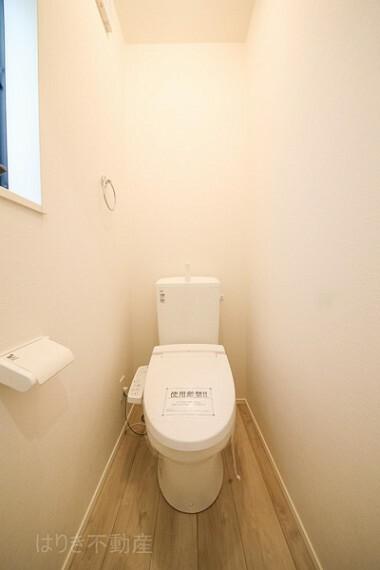 トイレ 手洗い部分と一体感があるトイレです。