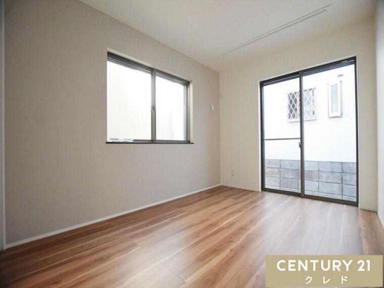 専用部・室内写真 (1階サービスルーム) ヨガやテレワークルーム、書斎等多目的にご利用頂けます!