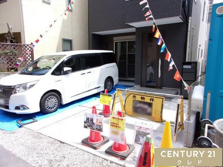 駐車場 最新の設備が整ったファミリー向け4LDK! 駐車2台可能(車種による)!今から見たい大歓迎!お問合せはセンチュリー21クレド川越店まで!