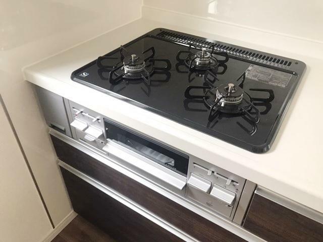 キッチン 3口コンロで同時進行での調理ができ、時間の短縮になります。