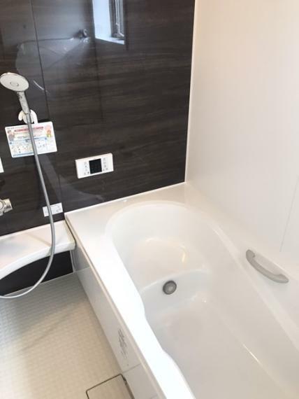 浴室 毎日の疲れを癒し、ゆったりくつろげるバスルームは1坪タイプです。