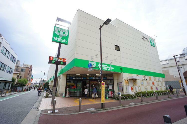 スーパー サミットストア喜多見駅前店 徒歩8分。