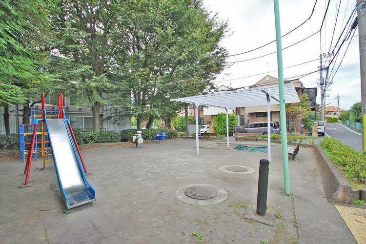 公園 喜多見八丁目小緑地 徒歩4分。