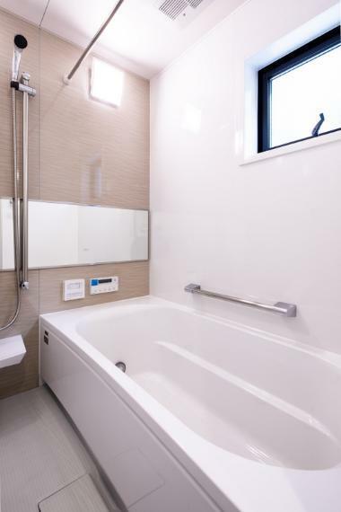 浴室 施工事例:【浴室】浴室には浴室乾燥機を標準装備。乾燥機能で雨の日や花粉の時期も気にせず洗濯物を乾かすことが出来ます!