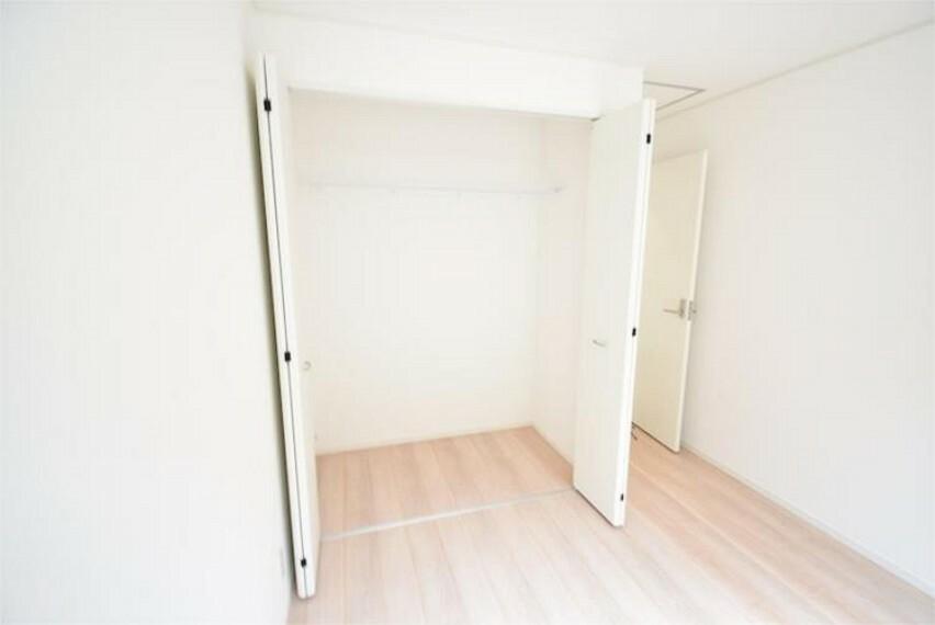 収納 各居室に収納を完備しております