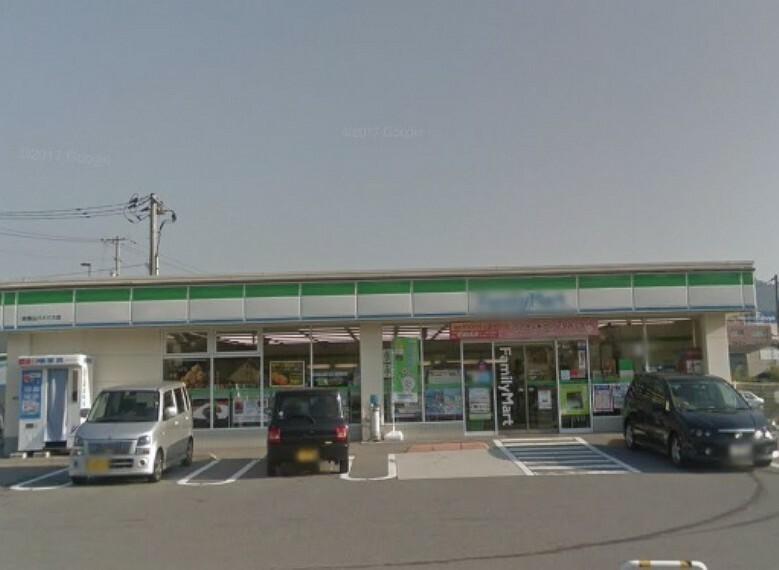 コンビニ ファミリーマート 呉焼山バイパス店