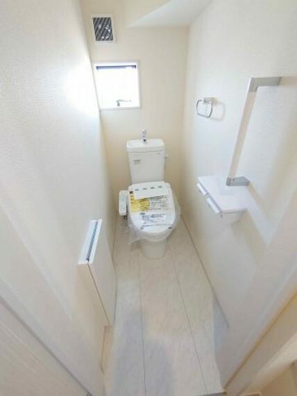 同仕様写真(内観) トイレ:1F2F 二か所《 同社施工例 》現地見学や詳細は 株式会社レオホーム へお気軽にご連絡下さい。