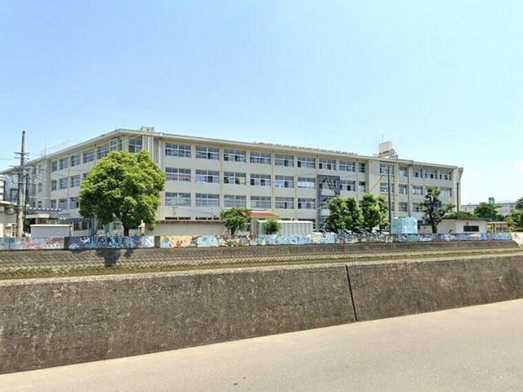 小学校 【小学校】福岡市立室見小学校まで394m