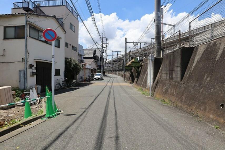 現況写真 前面道路含む現地外観