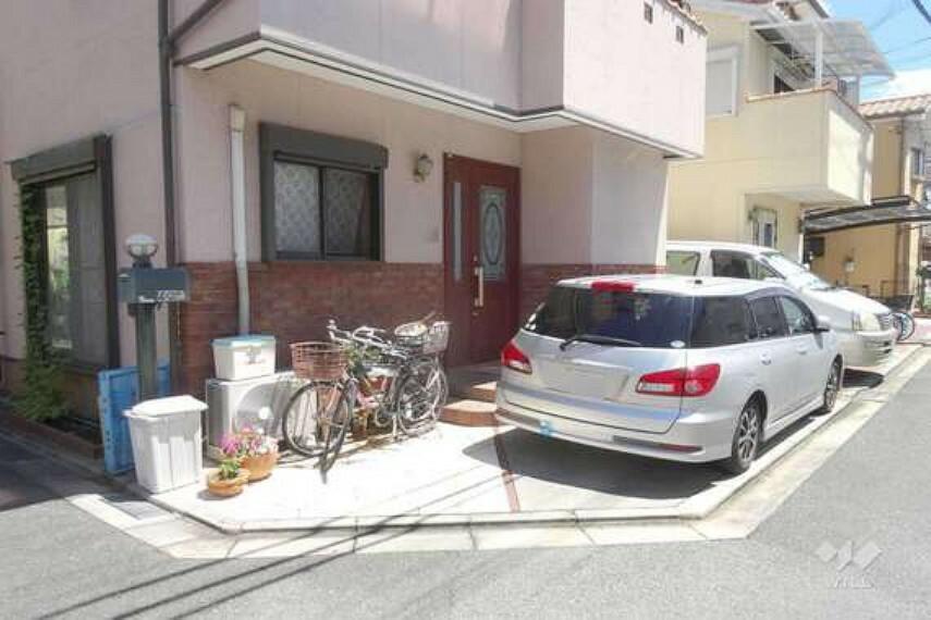 現況写真 物件の駐車スペース[2021年7月19日撮影]車1台と自転車も余裕をもっておけるだけのスペースがあります。