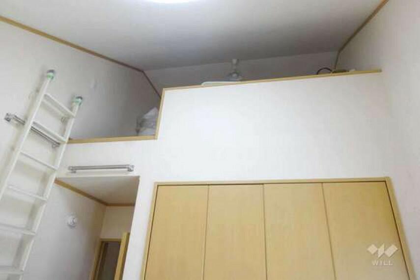 南側の洋室2部屋には写真のようなロフトがついています。収納スペースやお子様の遊びどころとして使えます。