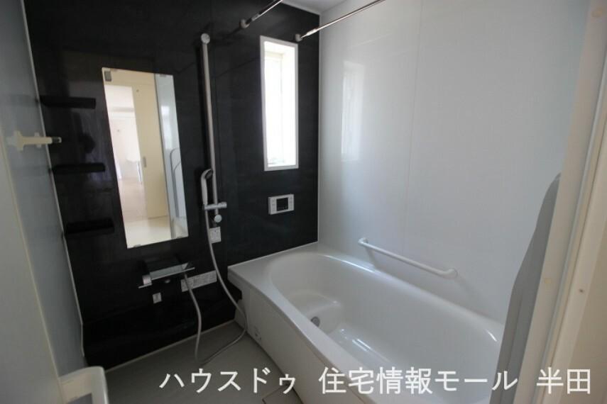 浴室 ゆったりとした浴室で一日の疲れを癒してください
