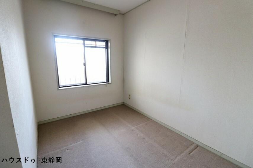 子供部屋 5.49帖の洋室です。子供部屋や書斎にいかがでしょうか?