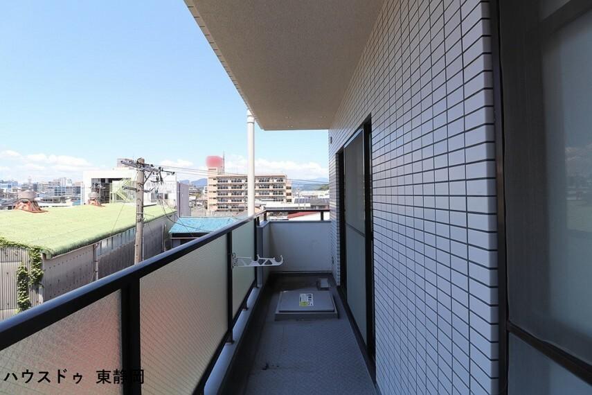 バルコニー 南東向き4階なので日当たり・眺望・通風・採光良好です。