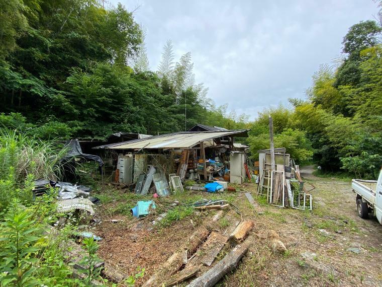 現況写真 自然に囲まれた一軒家