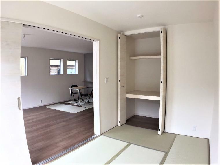 和室 1階の和室は客間にもお子様のお昼寝スペースに様々な使い方ができそうです。