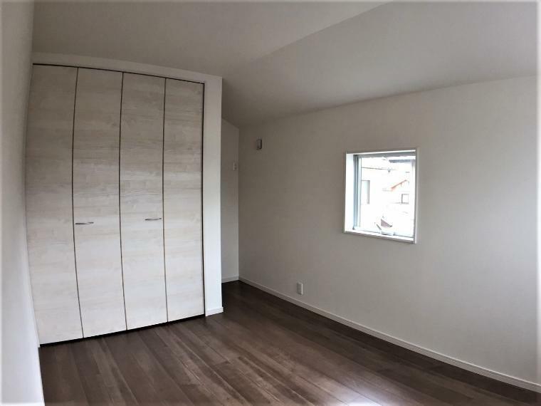 洋室 全居室に収納付き。お部屋を最大限に広くお使いいただけます。