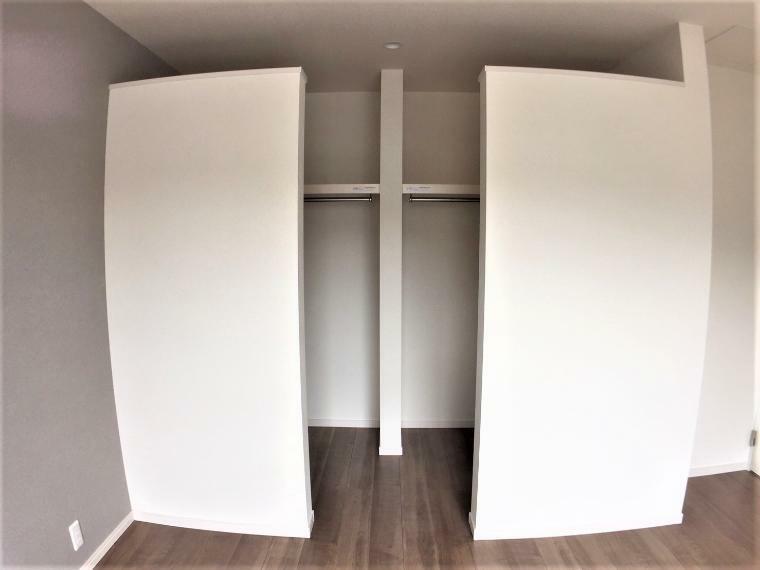 ウォークインクローゼット ゆとりのある収納スペースでお部屋をすっきりと出来ます。
