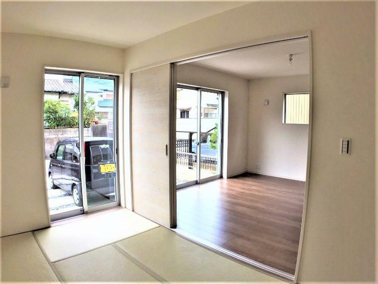 和室 和室の扉を開けるとより広々とした空間に。