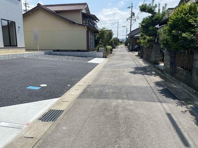 周辺の街並み 南側道路