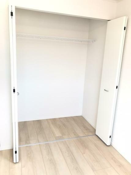 洋室 東側6.5帖洋室のクローゼットです。