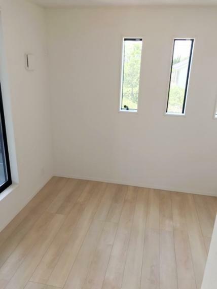 洋室 西側5.7帖洋室です。