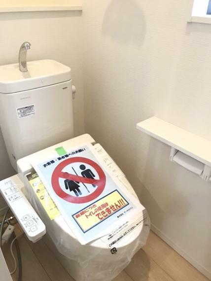 トイレ 2階のトイレです。温水洗浄便座付きです。