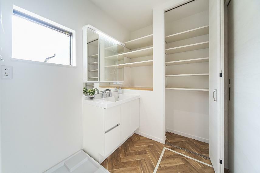 洗面化粧台 C号地 収納力のある洗面化粧室スペース