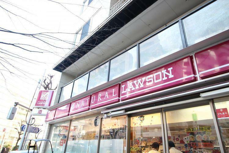 コンビニ 徒歩7分。ナチュラルローソン渋谷神泉町店まで徒歩3分。24時間営業です。