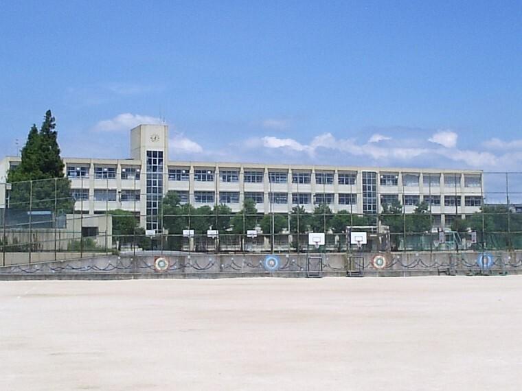 中学校 【中学校】長坂中学校まで928m