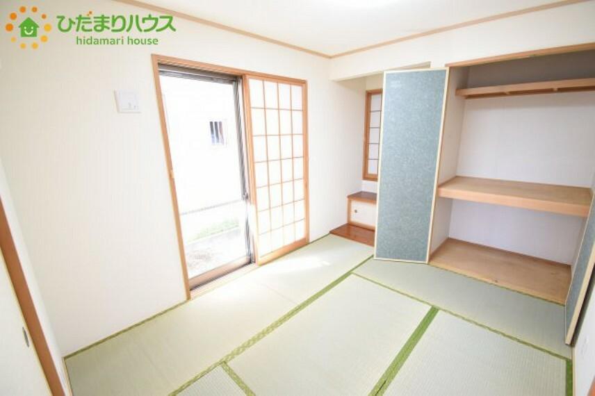 和室 和室にも収納スペースあり!お布団やお子様のおもちゃなどがスッキリ収納できますね(^^