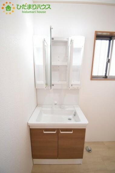 洗面化粧台 忙しい朝に嬉しい三面鏡独立洗面台(^^