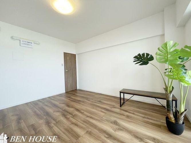 寝室 洋室・現地に備え付けられている家具は引き渡し後もご使用いただけます。新生活にお役立てください。