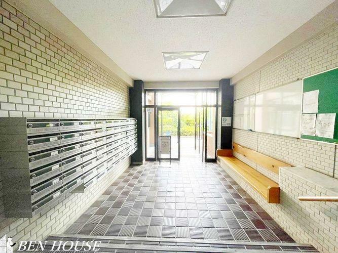 エントランスホール 共用廊下・メゾネットタイプの間取りなので、眺望の良いマンションでありながら、戸建て感覚で暮らせます。