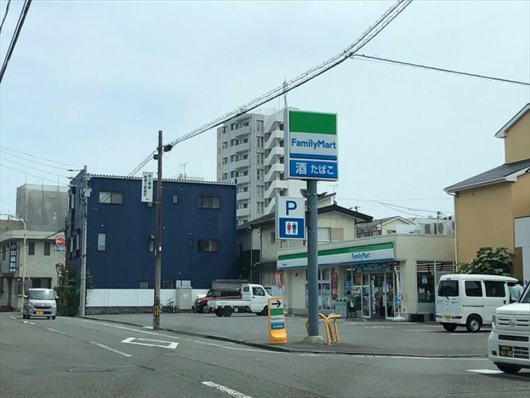 コンビニ ファミリーマート静岡城東店 350m(徒歩5分)最も近いコンビニエンスストアです。
